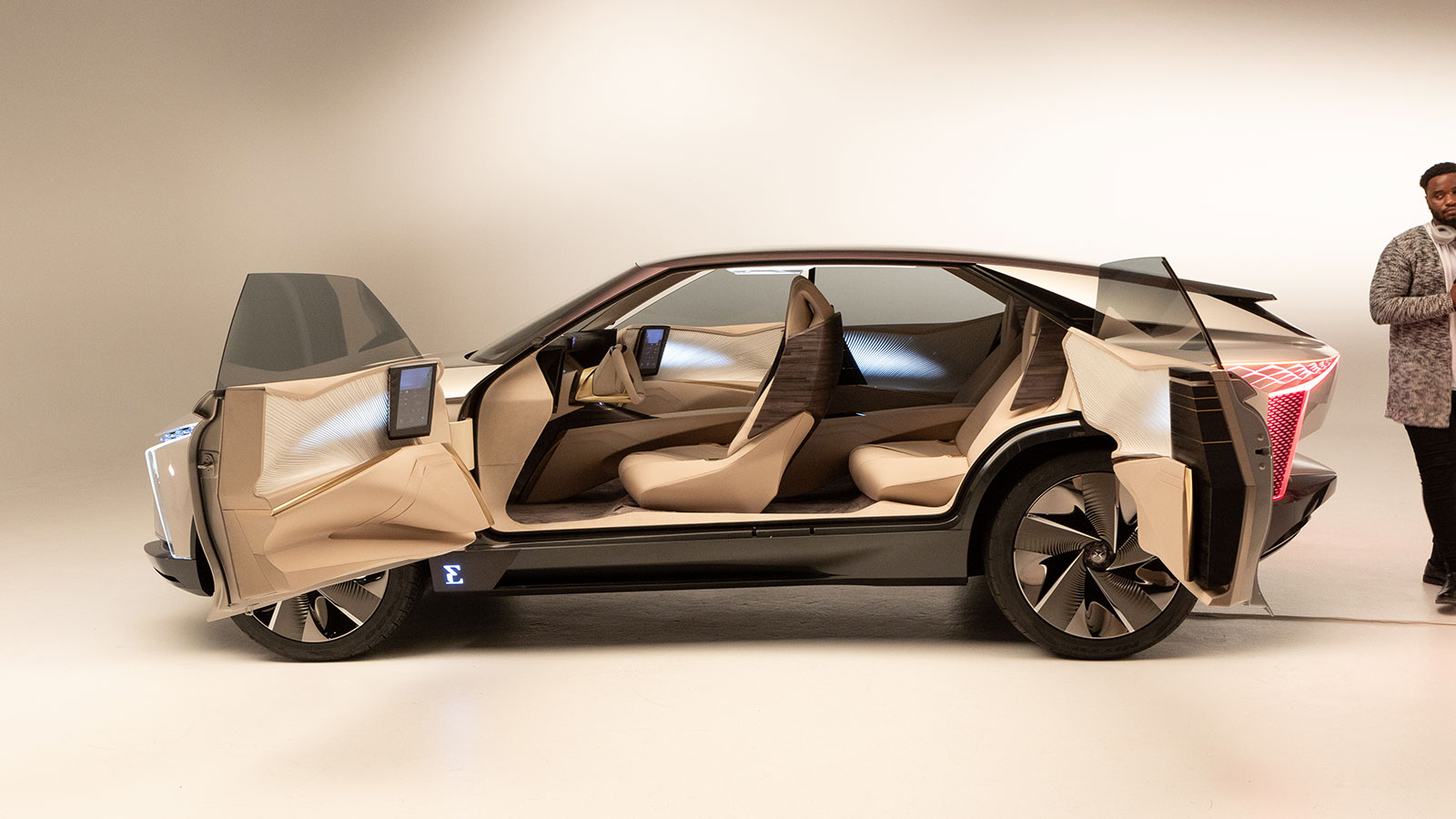 Gesture control by Ultraleap inside luxGroupe PSA DS Automobile concept car with Ultraleap